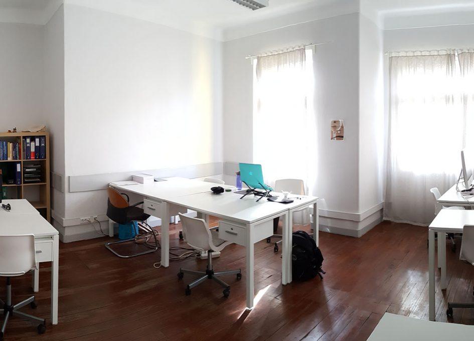 Cowork Funchal desks